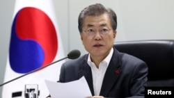 韩国总统文在寅在青瓦台主持国家安全委员会会议。(2017年11月29日)