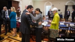 وندی شرمن، معاون وزیرامور خارجه آمریکا (راست)، سوزان رایس و یوسی کوهن (چپ)، در جلسه روز پنجشنبه در واشنگتن