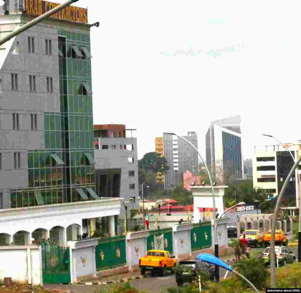 Un quartier d'entreprises et des bâtiments gouvernementaux appelés II Malabo, Guinée équatoriale