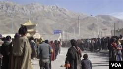 Warga Tibet (foto: dok). Tiongkok dilaporkan menahan ratusan warga Tibet yang pergi menemui Dalai Lama.