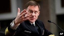 美國國家安全局局長邁克爾.羅傑斯海軍上將星期二在參議院軍事委員會上作證。