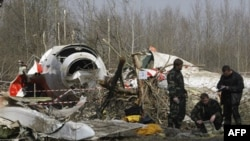 На месте катастрофы польского авиалайнера под Смоленском (архивное фото)