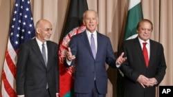 مقامات سه کشور افغانستان، امریکا و پاکستان تاکید به عملی شدن روند صلح افغانستان شده اند.