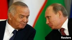 O'zbekiston prezidenti Islom Karimov (chapda) Rossiya davlat rahbari Vladimir Putin bilan, Moskva, 15-aprel, 2013-yil.