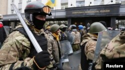 Biểu tình trước Văn phòng Tổng Công tố viên yêu cầu trả tự do cho những người biểu tình bị bắt giữ tại Kiev, Ukraina, 14/2/2014