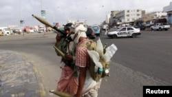 Các phần tử nổi dậy Houthi theo phái Shia nắm quyền kiểm soát con đường dẫn tới phi trường của thành phố Taiz ở miền nam Yemen.