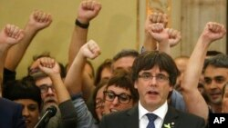 ဖယ္ရွားခံလိုက္ရတဲ့ စပိန္္ႏိုင္ငံ၊ Catalan ေဒသေခါင္းေဆာင္Carles Puigdemont။