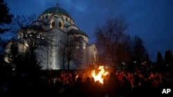 Ceremonijalno paljenje badnjaka ispred Hrama Svetog Save u Beogradu 6. januara 2016.