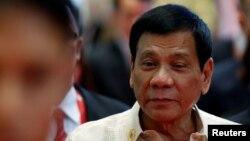 Tổng thống Philippines Rodrigo Duterte đến tham dự Hội nghị Thượng đỉnh Đông Á ở Vientiane, Lào, 8/9/2016.