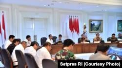 Presiden Joko Widodo memimpin rapat kabinet terbatas di kantor presiden, membahas penanganan terorisme, Jakarta, Selasa, 22 Mei 2018. (Foto: Setpres RI)