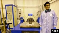 Asha Punnoose dan TJ3Sat, satelit CubeSat yang dibangun oleh para pelajar sekolah menengah dan diluncurkan ke angkasa lewat program ELaNA dari NASA.