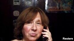 Jurnalis Belarus, Svetlana Alexievich di Minsk, Belarus (8/10).