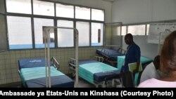 USAID epesi ba mbetu mpe sisaleli misusu na ba lopitalo motoba ya Kinshasa, RDC, 11 mai 2020. (Facebook/Ambassade ya Etats-Unis na Kinshasa)