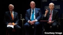 李侃如(右),克林顿总统的国家安全事务特别助理;美国关系全国委员会会长欧伦斯(左);包道格,原美国在台协会台北办事处处长