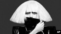"Lady Gaga的""The Fame Monster""CD封面"