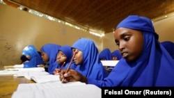 Siswa sekolah dasar di sekolah zona Banadir di Mogadishu, Somalia, 22 September 2019. (Foto: REUTERS/Feisal Omar)