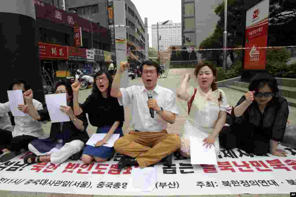 North Korean defectors and South Korean Christians protest near the Chinese Embassy in Seoul ahead of Chinese President Xi Jinping's visit to the city, June 2, 2014.