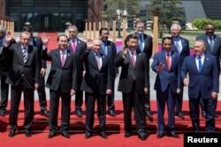"""在北京雁栖湖國際會議中心,出席""""一帶一路""""國際合作高峰論壇的各國領導人合影(2017年5月15日)"""