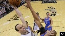 Thunder ont battu les Spurs pour se qualifier pour la finale de la Conférence Ouest de Basketball