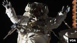 El presidente Barack Obama habló con los 12 tripulantes del Discovery quienes se encuentran en la Estación Espacial Internacional.
