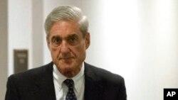 El exdirector del FBI Robert Mueller quien investiga la interferencia rusa en las elecciones de 2016, tras una reunión a puerta cerrada en el Congreso, el miércoles 21 de junio de 2017 en Washington. (AP Photo / Andrew Harnik)