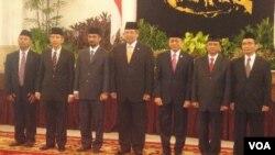 Presiden SBY didampingi Wakil Presiden Boediono saat melantik para pimpinan KPK yang baru di Istana Negara (16/12).