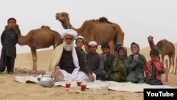 بلوچستان کا ایک خاندان اپنے اونٹوں کے ساتھ