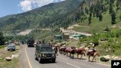 Xe của quân đội Ấn Độ di chuyển về khu vực Galwan, nơi xảy ra vụ đụng độ chết người với lính Trung Quốc, vào ngày 18/6/2020.