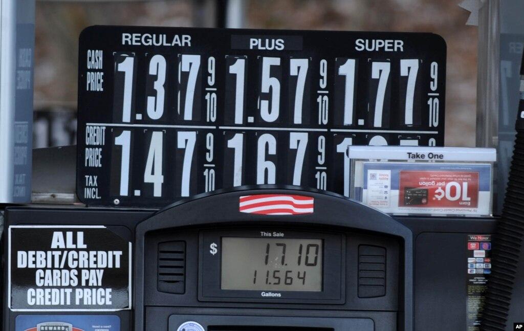 Котировки нефти снижаются на фоне укрепления доллара