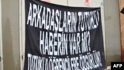 """Özgürlük rüzgarlarının estiği Arap ülkelerine """"model"""" olmak isteyen Türkiye'de en az 500 öğrenci tutuklu yargılanıyor"""