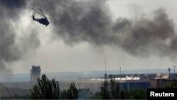 2014年5月26日乌克兰直升机米-24武装直升机射击顿涅茨克国际机场主航站楼亲俄分子