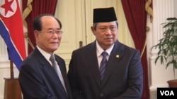 Presiden SBY menerima kunjungan Kim Yong-Nam di Istana Merdeka, Selasa siang 15/5 (foto: Alina Mahamel).
