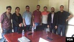 Saleem Muhammad (kedua dari kanan) mengajarkan manajemen produk kepada para pendiri perusahaan rintisan asal Palestina dalam sebuah program akselerasi di Silicon Valley. (Foto: courtesy)