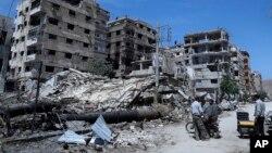 Это разрушенное здание в городе Дома под Дамаском подверглось, как полагают, химической атаке. Сирия (архивное фото)