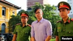 Công dân Mỹ Will Nguyễn bị dẫn đến Tòa án Nhân dân Tp. HCM sáng ngày 20/7/2018.
