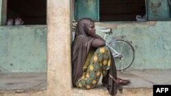 Une jeune personne déplacée dans un camp de Gwoza, Nigeria, le 1er août 2017