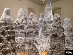 Artist Tara Donovan's mountains are made up of hundreds of thousands of index cards. (J. Taboh/VOA)
