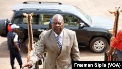 Le Premier ministre Simplice Mathieu Sarandji à Bangui, Centrafrique, avril 2016. (VOA/ Freeman Sipila)
