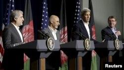 El secretario de Defensa de EE.UU., Ash Carter, el secretario de Estado de EE.UU. John Kerry, el presidente afgano, Ashraf Ghani y el jefe ejecutivo afgano Abdullah Abdullah durante conferencia de prensa en Camp David.