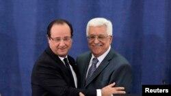 Prezida w'ubutegetsi bw'Abanya Palestina, Mahmoud Abbas na mugenziwe w'Ubufransa, Francois Hollande