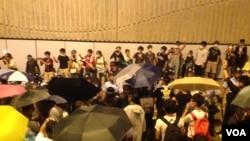 10月14晚香港示威者和警察對峙