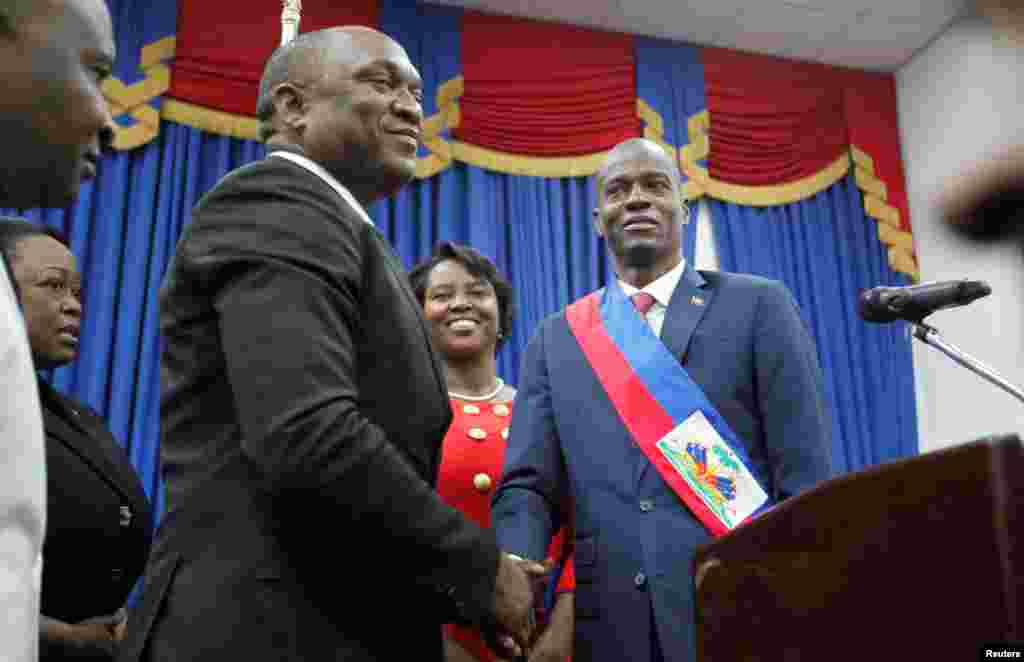 Sabon Shugaban Kasar Haiti Jovenel Moïse, ya gana shugaba majalisar kasar, Youri Latortue bayan an rantasar da shi, Fabrairu 07, 2017