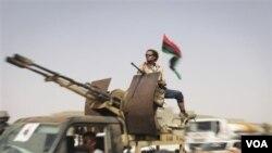 Pasukan pemberontak Libya mengepung kota Bani Walid, benteng pasukan pendukung Gaddafi (5/9).