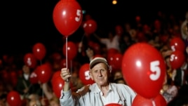 A supporter of the Bulgarian Socialist Party holds a balloon during an election rally at the National Palace of Culture in Sofia, Bulgaria, May 9, 2013.