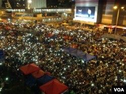 香港雨伞运动满月(美国之音海彦拍摄)