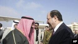 Iraq's Prime Minister Nuri al-Maliki (R) receives Kuwait's Prime Minister Sheikh Nasser al-Mohammad al-Sabah at Baghdad International Airport in Baghdad, 12 Jan 11