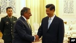 帕内塔和习近平9月19日在北京人民大会堂握手
