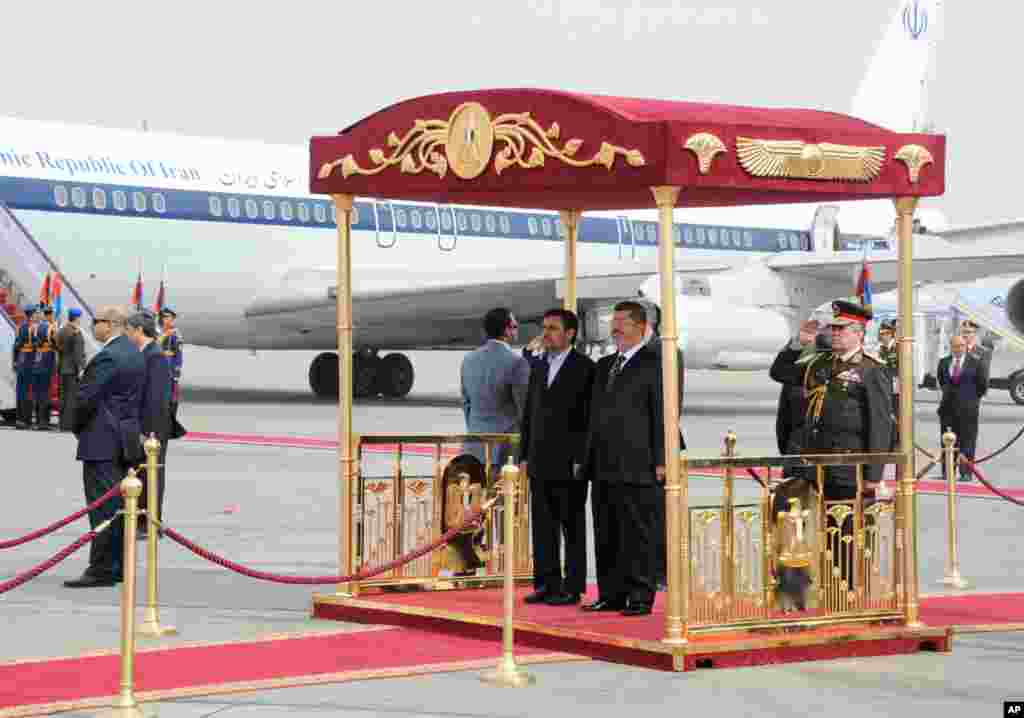 Iran's President Mahmoud Ahmadinejad and Egyptian President Mohamed Morsi participate in an arrival ceremony at the airport in Cairo, Egypt, February 5, 2013. (Egyptian Presidency Handout)