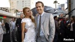 La sonada boda entre Blake Lively y Ryan Reynolds habría tenido alrededor de 60 asistentes, entre familiares y amigos.