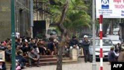 Nông dân tập trung tại Hà Nội để phản đối nạn tịch thu đất đai bừa bãi. Những vụ tranh chấp đất đai với chính quyền địa phương là một vấn đề ngày càng trở nên căng thẳng ở Việt Nam